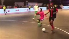 VIDEO: Fenomén Ronaldinho pořád umí. Nyní kouzlí v indické futsalové lize