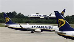Ryanair nabídl pilotům místo dovolené statisíce. Odmítli, budou se rušit tisíce letů