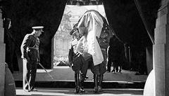 'Cesta devíti hodin'. Karel Čapek před 80 lety v LN popsal slavnostní pohřeb T. G. M.