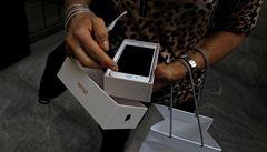 O iPhone 8 byl první den prodeje slabší zájem. Trh čeká na listopad a iPhone X