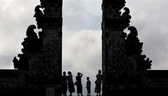 Tisíce lidí prchly před hrozbou erupce sopky Agung na Bali