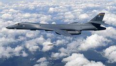 Přelet navzdory hrozbám o sestřelení. Americké bombardéry létaly poblíž KLDR
