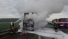 Nehoda a požár vozidla na 114. km D1 zastavila provoz na Brno