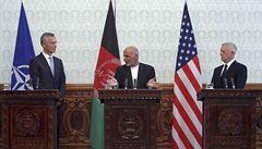 Útoky zasáhly Afghánistán při návštěvě představitelů NATO a USA, zabily ženu