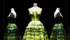 Návrhář snů Christian Dior. Pařížská výstava mapuje sedmdesát let tvorby
