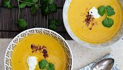 Dietní a zahřívací. Indická pikantní dýňová polévka s kurkumou a zázvorem