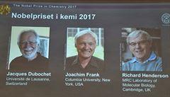 Nobelovku za chemii získali tři vědci za vývoj kryoelektronové mikroskopie