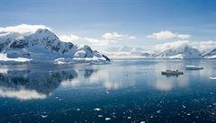 U Antarktidy se potopila rybářská loď, naděje pro námořníky je mizivá