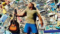 RECENZE: Jack Johnson. Surfař a ekologický aktivista sjíždí vlny z plastu