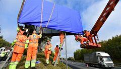 Silničáři odstraňují první nelegální billboardy. Začali na D1 a Vysočině
