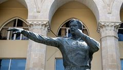 Stadion a socha pro 'zloděje'. V Ázerbájdžánu uctívají rozhodčího z MS 1966
