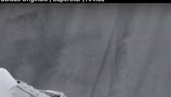 Modelce vyhrožovali smrtí poté, co nafotila reklamní kampaň s neoholenýma nohama