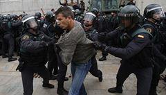Čeští europoslanci: Zásah policie při katalánském referendu je odsouzeníhodný
