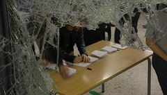 Rozbili dveře kladivem a stříleli zakázanými projektily, popisuje účastník referenda v Katalánsku