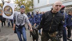 Ukrajinští nacionalisté demonstrovali kvůli Zemanovi v Kyjevě. Přivedli i živého kozla