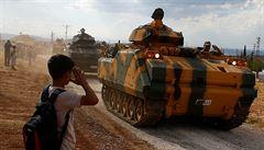 Konvoj desítek tureckých vozidel vjel do Sýrie. Armáda zřizuje pozorovací stanoviště