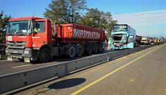 Nehoda tří aut blokuje dálnici D2 u Brna