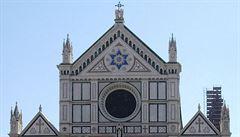 Ve florentské bazilice zabil turistu padající kus kamenné výzdoby