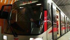 Prasklé vozy metra si dopravní podnik začal svařovat sám