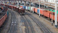 V Lipníku projela lokomotiva na červenou. Zastavila se proti vlaku
