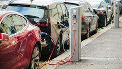 Vybudujeme 5000 nabíječek pro elektromobily do 10 let, plánuje Praha. Budou v pouličních lampách