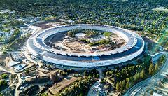 Apple dokončuje své futuristické sídlo. Postup prací ukazují záběry z dronu