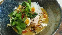 VIDEORECEPT: Indonéská kuřecí polévka Soto ayam