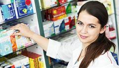 Podle lékárníků je na zažívání dobré aktivní uhlí, na kocovinu ne paracetamol