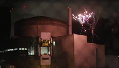 Aktivisté vnikli do jaderné elektrárny a odpálili ohňostroj. Upozorňují na zabezpečení