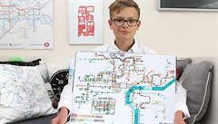Zpaměti kreslí mapy světových MHD. Mladý autista nyní rozbíhá charitativní značku
