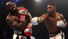Další knockout. Joshua postupně demoloval Takama, duel ukončil předčasně rozhodčí