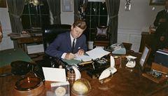 USA chtěly zabít Castra od začátku Kennedyho vlády, ukázaly dokumenty o atentátu