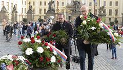 Rektoři položili květiny u sochy Masaryka, na Hrad večer nejdou