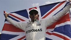 Boj o mistra světa nebo televize? Hvězda F1 Hamilton preferuje fotbal