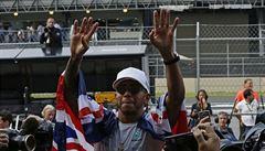 VIDEO: A teď chci titul číslo pět. Hamilton slaví, 'úmyslnému' ataku Vettela navzdory