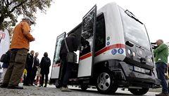 V Německu jezdí první autobus bez řidiče. Z nádraží do lázní sveze 12 cestujících