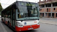 V Plzni se srazil autobus vezoucí děti s osobním autem. Jedenáct lidí se zranilo