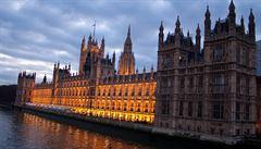 Westminsterským palácem otřásají sexuální skandály. Poslankyně navrhuje omezení alkoholu