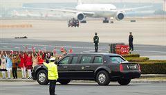 Trump přiletěl do Číny, bude jednat o KLDR a o obchodu