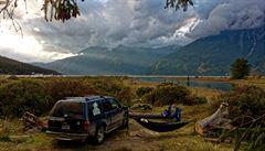 NOMÁDI: Jak jsme si v Kanadě upravili Ford Explorer na pojízdnou offroad postel