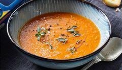 Polévka z pečených rajčat a paprik podle Karolíny Kamberské