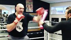VIDEO: Tlustý, ale zpět. Fury se začíná předvádět v ringu, chce znovu vládnout