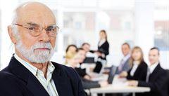 V Česku převažují starší učitelé, v průměru je jim přes 47 let. Nejstarší jsou fyzikáři