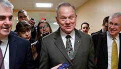 Kandidát do Senátu USA čelí obvinění z osahávání čtrnáctileté dívky
