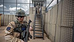 Pot jsme museli z obleku vylévat, říká armádní chemik o práci v iráckých vedrech