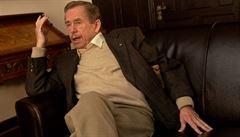 Američané jsou dětinští, ale smát bychom se jim neměli, říkal Havel v roce 2006