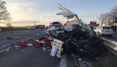 Nehoda tří aut zastavila provoz na D1 u Průhonic. Na místě zasahoval i vrtulník