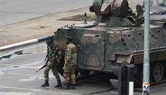 Převrat proti Mugabemu? Zimbabwská armáda zablokovala vládní úřady v Harare