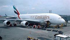 V Praze nouzově přistál obří airbus z Dubaje, cestující zemřela
