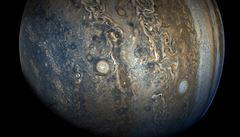 V ionosféře Jupiteru jsou zřejmě 'díry', zjistili čeští vědci. Mají hloubku až 130 tisíc kilometrů